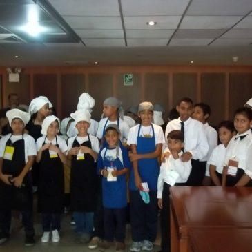 Los hijos de los trabajadores de Inces e Inatur culminan la etapa vacacional en la cocina